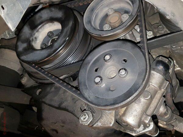 Cambiar correa bomba servodirección Volkswagen Golf 3